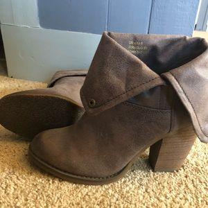 Sbicca Vintage Bootie. Size 8. EUC Brown
